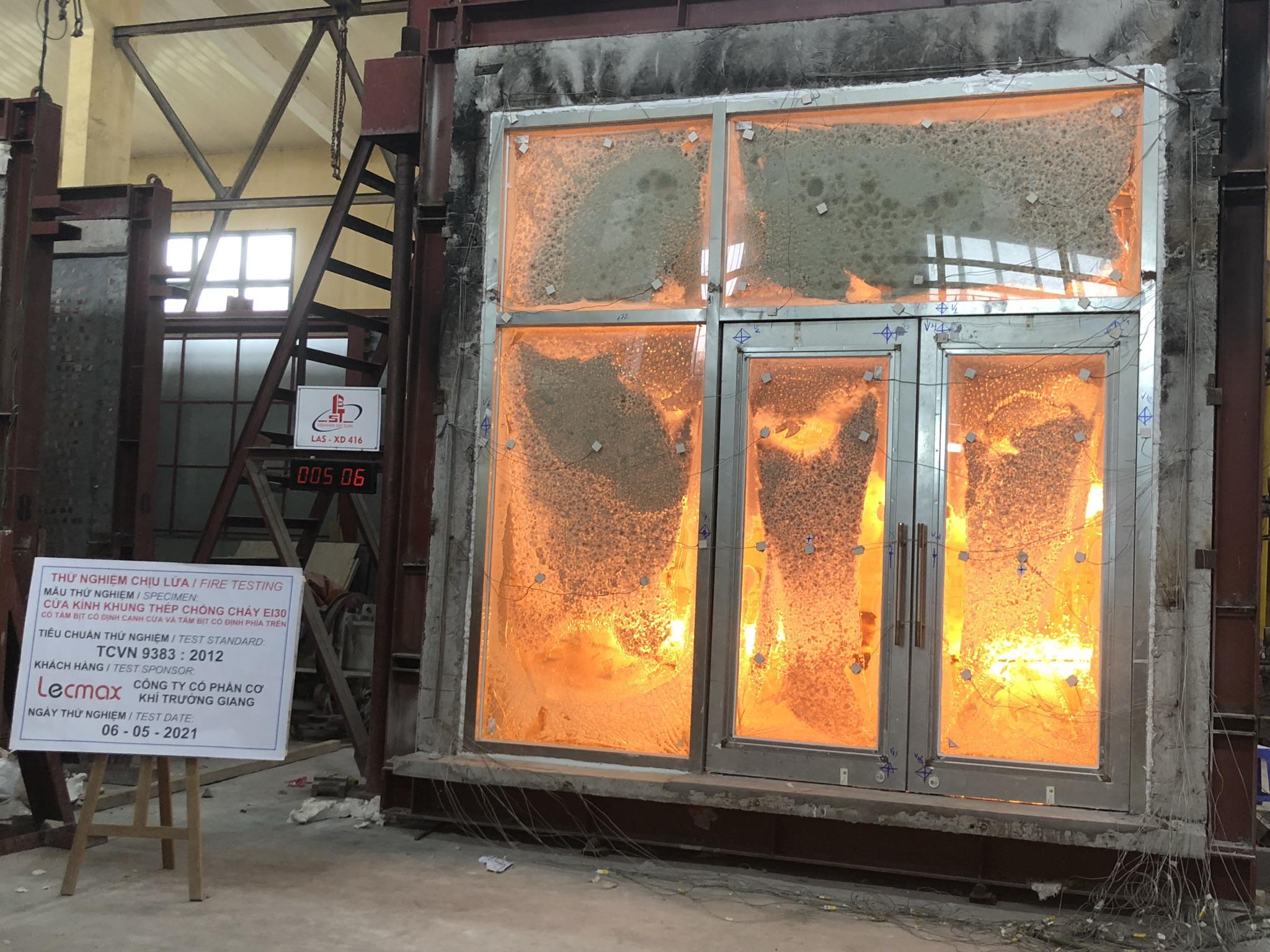 Lecmax thử nghiệm hệ vách kính - cửa kính chống cháy EI30